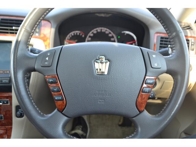 ステアリングコントローラーで運転中のオーディオ操作も安全楽々!!高級感あふれるハンドルもオシャレ!!