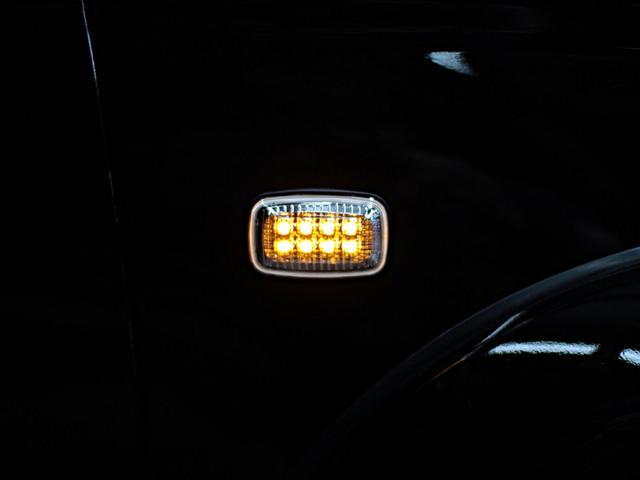 夜の点灯時の写真です!小さいパーツですが車体側面で輝くパーツ。クリスタルLEDにすることによりサーフのボディを際立たせます。他にブラックLED・レトロオレンジなどがあります!