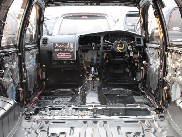 当社が販売する全てのサーフに内装・分解フルクリーニングを施工します。今までのノウハウの蓄積から、専用の高温スチームや高圧洗浄、用途別の溶剤を用い出来る限り新車の車内空間に近づけることが目的です!
