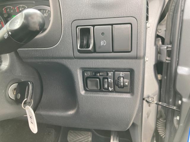 ランドベンチャー 4WD リフトアップ レイズデイトナ16インチアルミ 運転席シートヒーター 純正ハーフレザーシート ルーフレール カロッツェリアサイバーナビ地デジDVD 純正フロアマット 電格ミラー 背面タイヤカバー(23枚目)