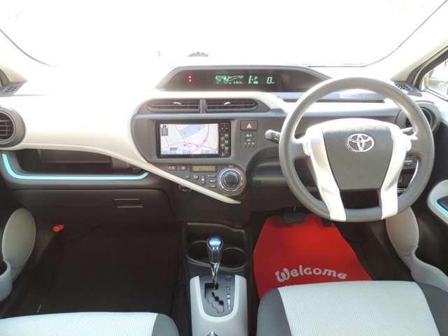 トヨタ アクア S メモリーナビ アイドリングストップ