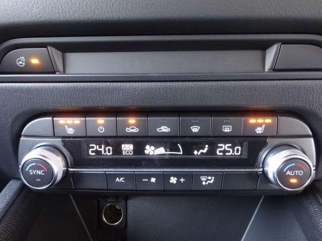 メッキ加飾を追加し水平基調の表現をさらに強めるエアコンパネルデザイン。ハンドルヒーターは寒い季節の運転をサポートしてくれます。すべての座席にシートヒーター機能もついており寒冷時も快適に運転できます。