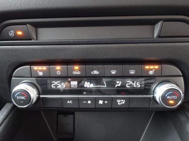 メッキ加飾を追加し水平基調の表現をさらに強めるエアコンパネルデザイン。ハンドルヒーターは寒い季節の運転をサポートしてくれます