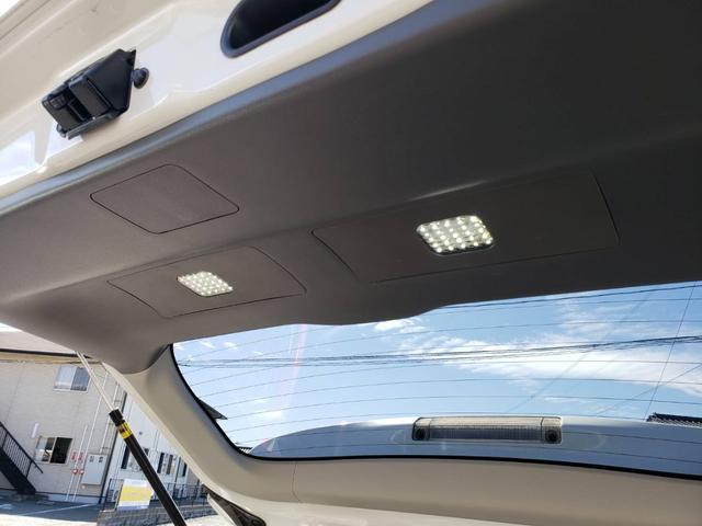 トランクにはLEDライトが装備してありますので、夜間でも荷物の出し入れが楽々です。