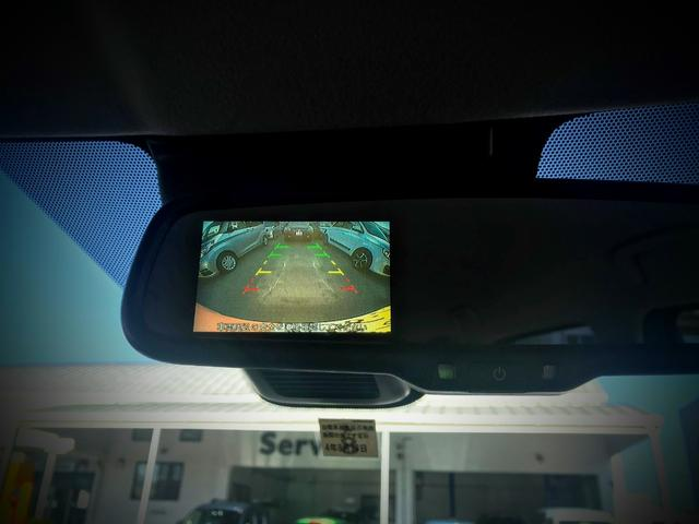 バックカメラ付きで駐車も安心☆