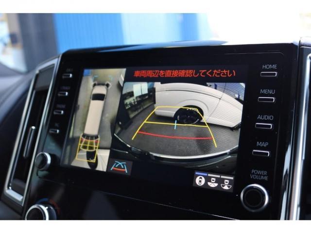 8インチディスプレイオーディオ標準装備。ディーラーオプションの【T-Connectナビキット】も装着済み。【パノラミックビューモニター】車両を上から見たような映像をナビ画面に表示します。
