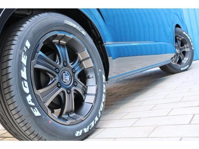 足元にはFLEXオリジナルカラーバルベロディープス17インチアルミホイール&ナスカータイヤをセット!