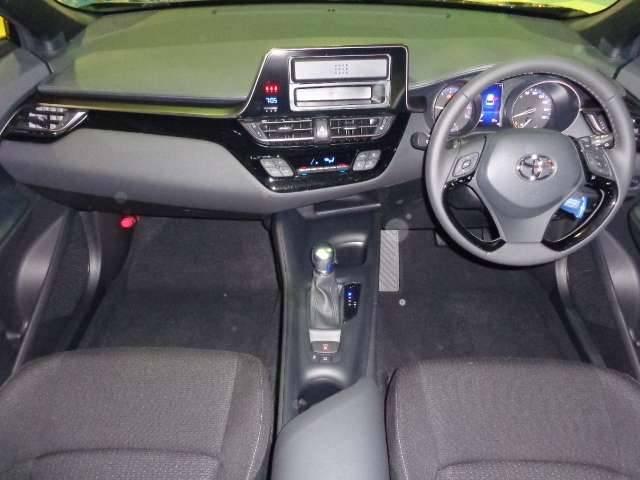 トヨタ C-HR S-T 4WD TSSP スマートキー