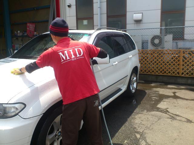 MID年末洗車祭り開催中!手掛けWAXなどお得な価格で大奉仕。12月27日までの開催となります。予約制となっております、お問い合わせは当店まで。