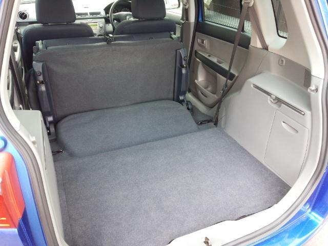 後部座席が可倒式なのでさらにスペースを確保することもできます。