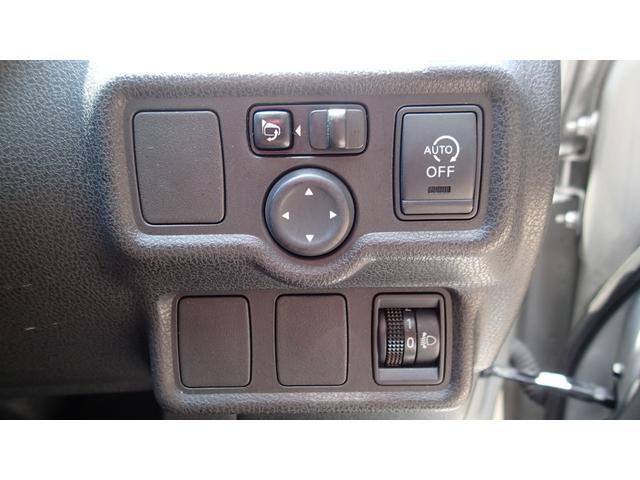 アイドリングストップ機能付きです。低燃費に貢献します。電動格納ミラー、ヘッドライトレベライザー(高さ調整)機能付き。