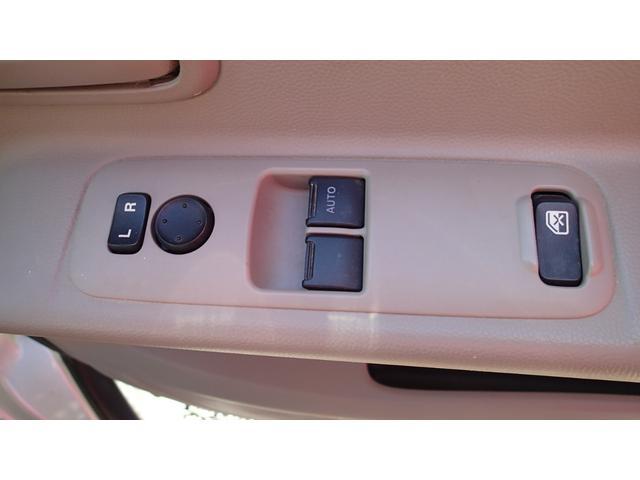 前席パワーウィンドウ付き。ドアミラー電動調整機能付き。