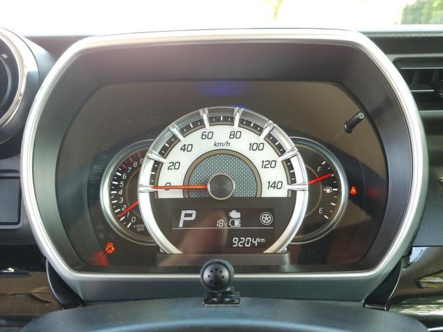 内装は清掃済です☆天井は高さがあるので圧迫感もなく、広くてとても綺麗です。また後席はエアコンの風が届きづらいのですが、この車には天井にサーキュレーターがついていますので、後席でも快適に過ごせます★