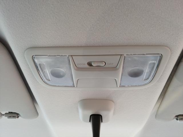 マップランプは左右独立タイプなので、片側だけ点灯させることができます。☆LEDルームランプへの変更もできます。ご、お気軽にスタッフへお尋ね、お声掛けください☆