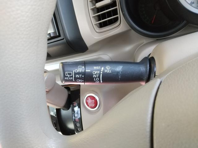 インパネ廻りに大きな傷も御座いません!内装は落ち着いた色になっており、運転席からの視界も良好です☆