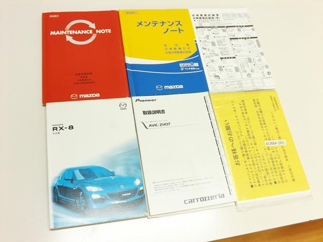記録簿完備。メンテナンス履歴が多く、メンテナンスノートは2冊あります。外装、内装の使用感の少なさだけではなく、整備履歴の面からも大切に維持されてきたことがうかがえる車輌です。