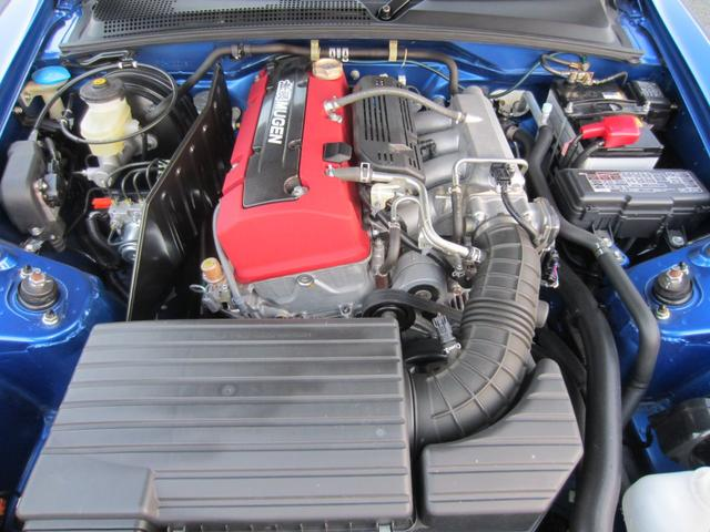 2.2Lの新VTECエンジン。無限カーボンプラグカバー。