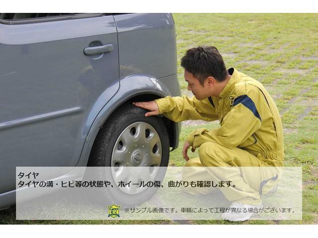 タイヤの溝・ヒビ等の状態や、ホイールの傷、曲がりも確認します。