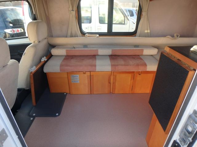 納車前に、内装外装のクリーニングを行い、簡易コーティング致します。 納車後の車検、タイヤ交換、オイル交換、ナビなど電装品取付も低価格で喜ばれております。
