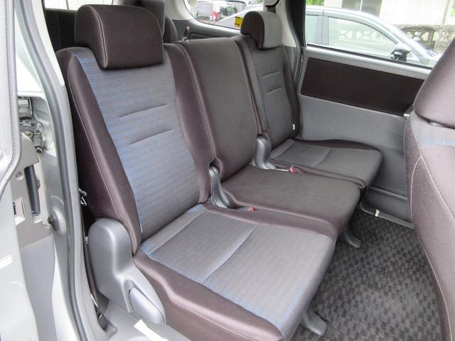 2列目シート★ゆったり座れる2ndシート!足元も広々していて乗り心地もいいです!長距離ドライブでも快適な時間を過ごせます♪