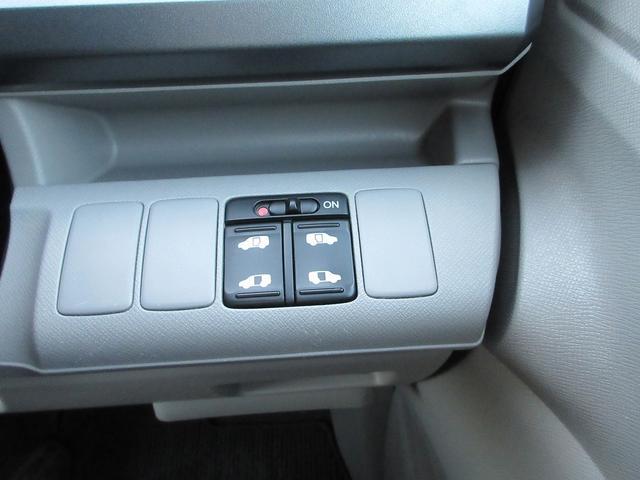 パワースライドドアのスイッチも運転席にあります!安全確認をしながらの操作が出来ますので、小さなお子様がいても安心です♪