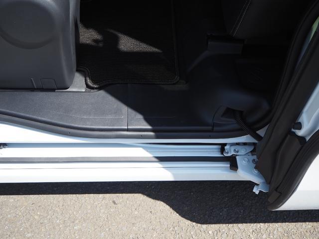カスタムXセレクション 禁煙車 両側電動スライドドア 衝突被害軽減ブレーキサポート オートライト プッシュスターター LEDライト バニティミラー アームレスト シートヒーター(41枚目)