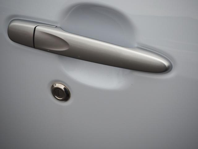 L 禁煙車 エアバッグ ABS キーレス パワーステアリング パワーウィンド 純正CDプレーヤー バニティミラー アイドリングストップ(11枚目)