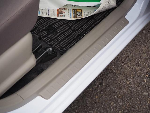 L 禁煙車 エアバッグ ABS キーレス パワーステアリング パワーウィンド 純正CDプレーヤー バニティミラー アイドリングストップ(17枚目)