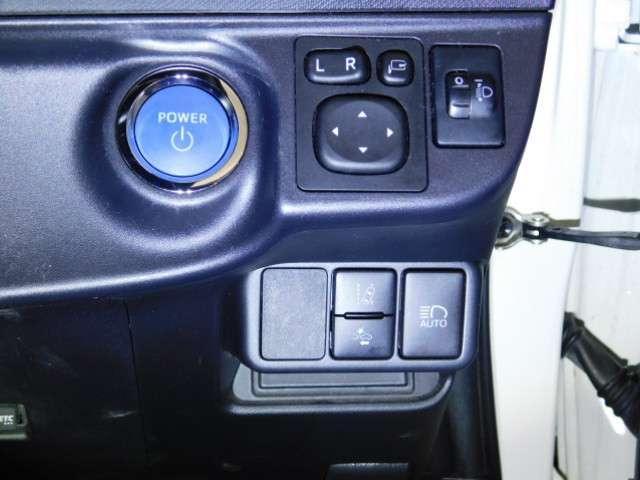 プッシュエンジンスタート/ストップスイッチでキーを差し込むことなく、ワンプッシュでエンジンの始動・停止ができます♪