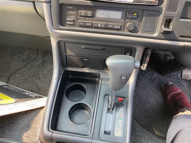 スーパーカスタムG 4WD サンルーフ ナビ AW ETC 8名乗り AC オーディオ付 DVD AT ディーゼルターボ(10枚目)