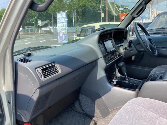 スーパーカスタムG 4WD サンルーフ ナビ AW ETC 8名乗り AC オーディオ付 DVD AT ディーゼルターボ(23枚目)