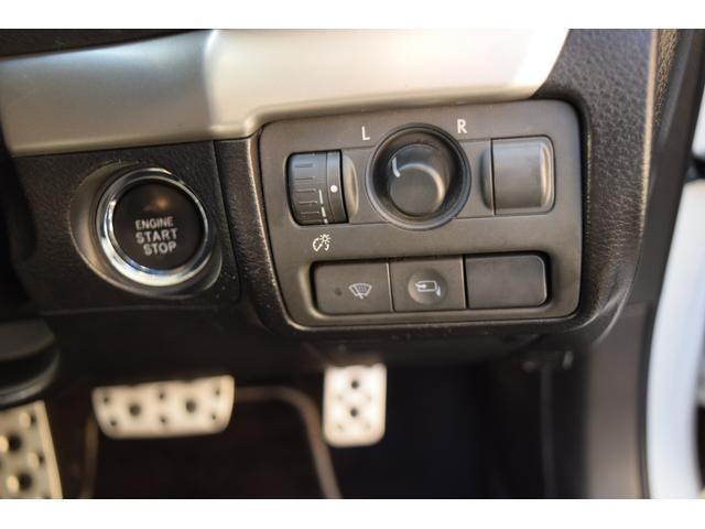 【☆スマートキー&プッシュスタートエンジン☆】バックやポケットにキーを入れたまま、ドア横のボタンで鍵の開閉が可能★そして…エンジン始動と停止も出来る便利な機能です★