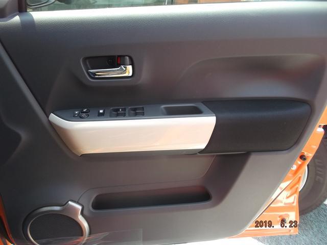 運転席ドアです。駐車時にボタンひとつで、ミラーを折りたためます!