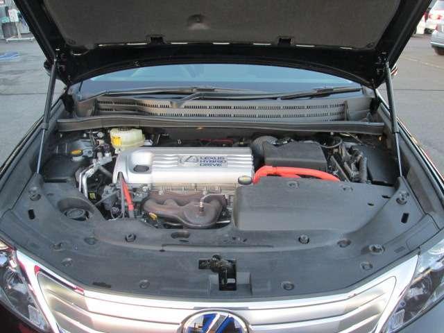 エンジンルームもメンテナンスもされていて、とてもキレイなお車です。是非、店頭でご確認下さい!