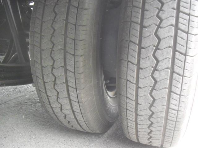 後ろ Wタイヤ 185R14 8PR 残量8分山
