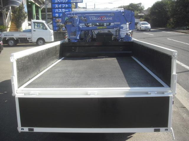 荷台内寸法 長さx幅 250x161cm 底は板です