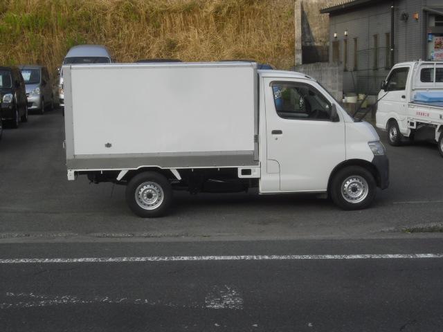車両寸法 長さx幅x高さ 425x169x196cm 4ナンバー(小型貨物) 最大積載量700kg 0.7t 0.7トン