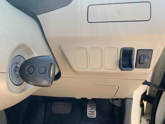 盗難防止システム 衝突安全ボディ 運転席・助手席エアバッグ キーレス CD オートエアコン 社外アルミホイール パワーステアリング(32枚目)