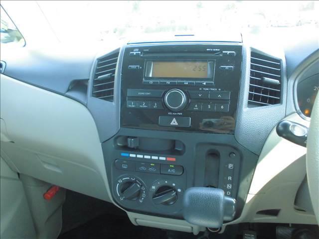 CDを装備 インパネシフトレバーで足元も広く 運転しやすいお車です