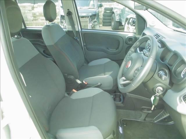 ディーラー車 右ハンドル 禁煙車で内装も綺麗に保たれています。