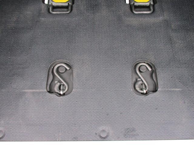 車いす固定装置電動タイプ