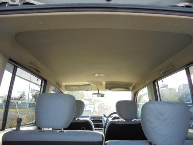 ベースグレード 4WD キーレス CD シルバー 銀色(18枚目)