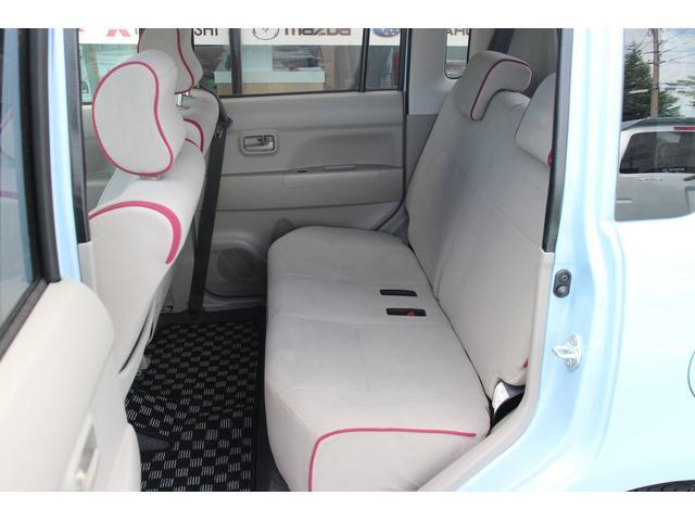 リアシートはゆったり座れてロングドライブも快適です!シートを含め、天井や足元など全て自社独自の徹底クリーニングを行っていますので綺麗です♪