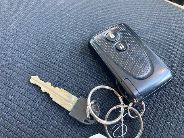 カスタム X 4WD ナビ HID CD スマートキー 電動格納ミラー 記録簿 ベンチシート 盗難防止システム 衝突安全ボディ ABS エアコン パワーステアリング パワーウィンドウ(6枚目)