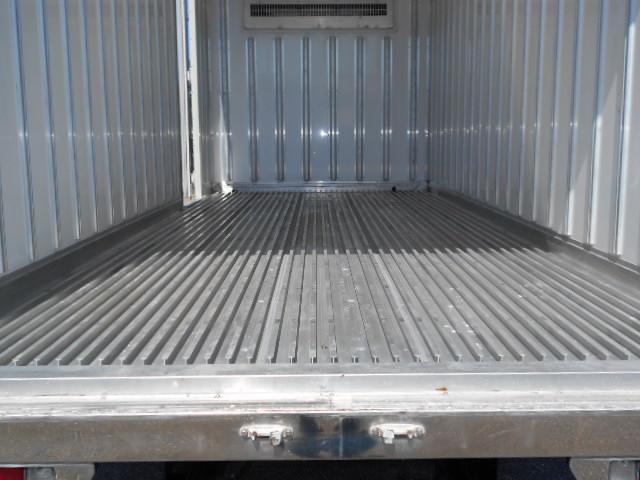 ワイド超ロング 冷蔵冷凍車 東プレ製 KS32型 2トン(8枚目)