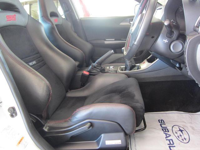 RECARO製バケットタイプフロントシート。