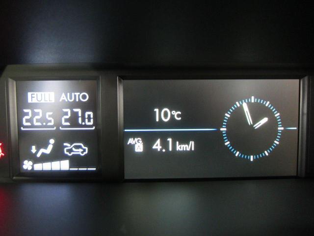 マルチインフォメーションディスプレイ付常時発光式ホワイト照明メーター。中央には3.5インチカラー液晶ディスプレイを内蔵し、ドライビングの基本情報を表示します。