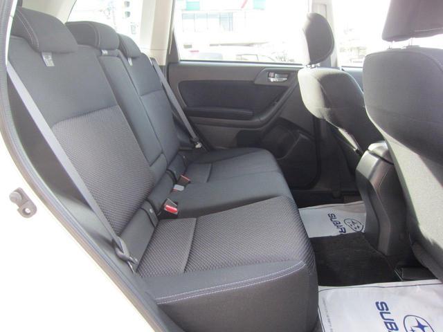 左右独立温度調整機能付フルオートエアコン。運転席、助手席で別々の温度調整が可能です。