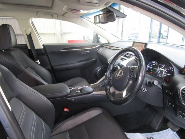 NX300h バージョンL サンルーフ 革エアーシート 三眼LEDヘッドライト 後席パワーシート プリクラッシュセーフティー パノラミックビューモニター ブラインドスポットモニター パワーバツクドア ワンオーナー(12枚目)