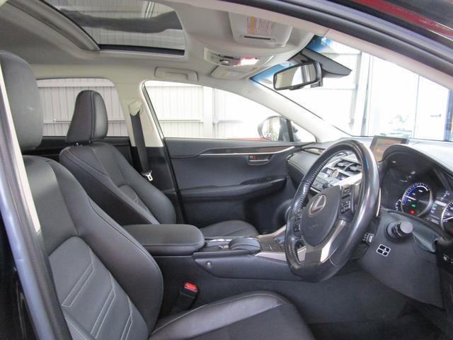 NX300h バージョンL サンルーフ 革エアーシート 三眼LEDヘッドライト 後席パワーシート プリクラッシュセーフティー パノラミックビューモニター ブラインドスポットモニター パワーバツクドア ワンオーナー(14枚目)